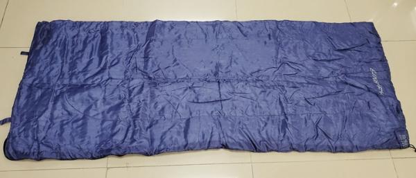 兩個睡袋可結合成一個雙人睡袋